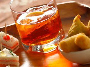 Antipasti e cocktail per un banchetto di nozze da favola